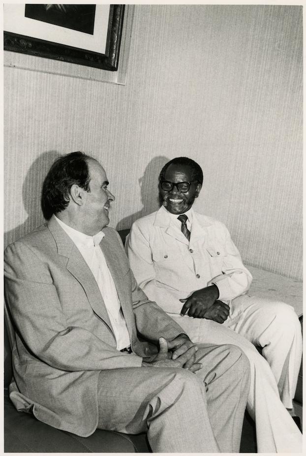 Georges Marchais et Oliver Tambo (Président en exil de l'ANC) 1986