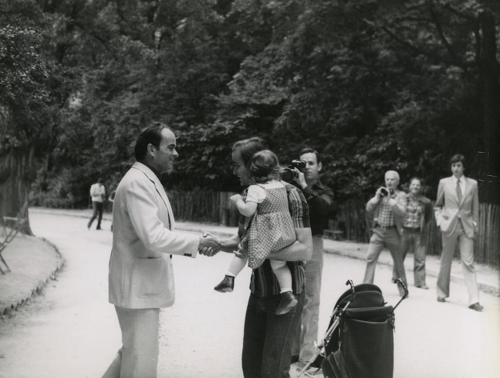 Georges Marchais dans le parc des buttes chaumont - 1979