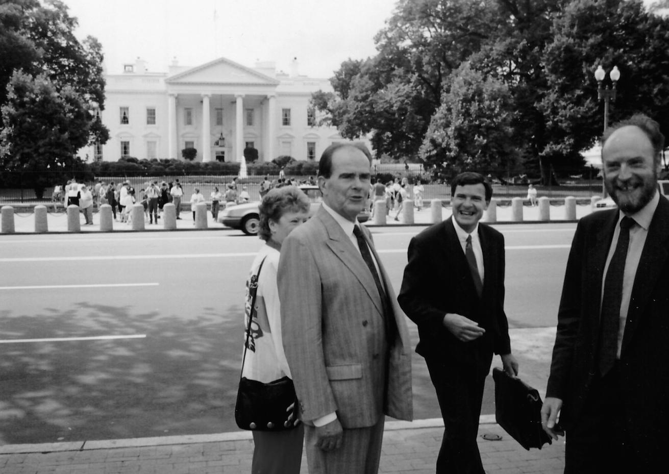 Georges Marchais devant la Maison Blanche (USA, 1992)