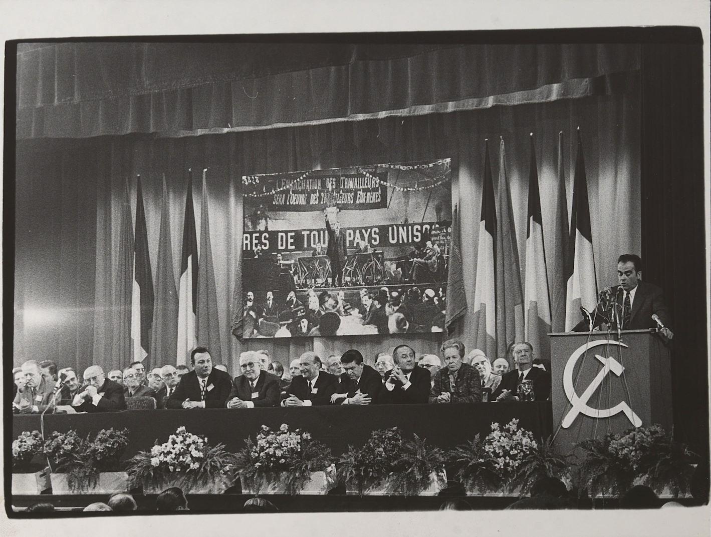 Georges Marchais à la tribune - 1970 - 50eme anniversaire du PCF
