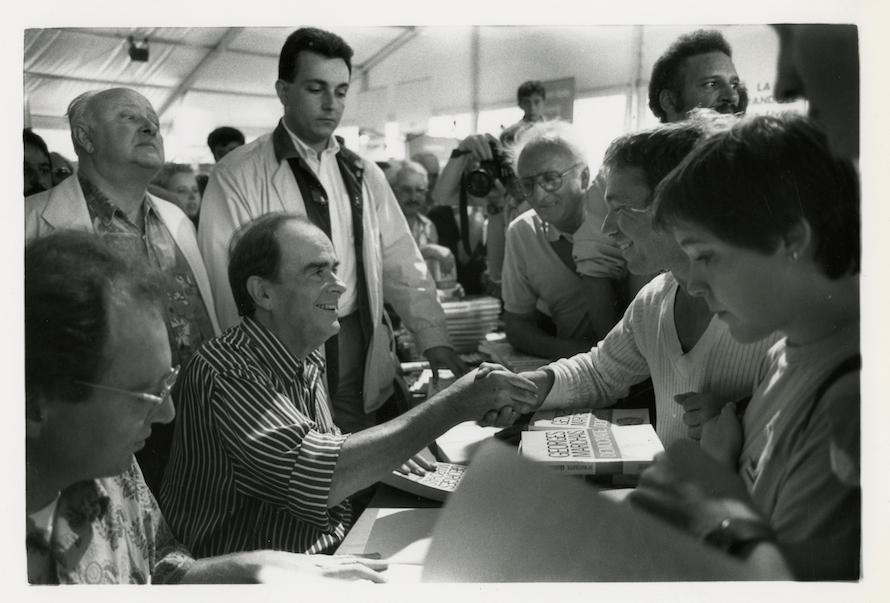 Georges Marchais dédicace son livre démocratie